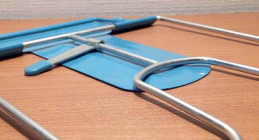 ケンコー書見台(レイメイ)はロングセラーのブックスタンド。軽くて折りたたみ式だからこそ持ち運び用にイイ