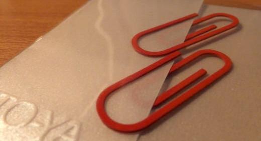 銀座伊東屋のシンボル・レッドクリップ。象徴の赤クリップを手帳やノートの挿し色に