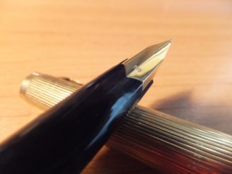 No.1246 (MONTBLANC)、祖父が使っていた金ピカなビンテージ万年筆。