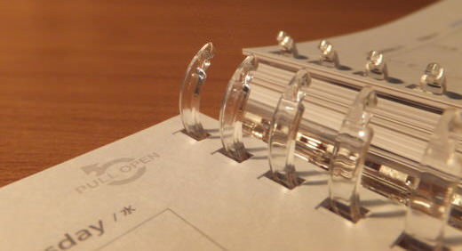 ツイストリングノートに手帳リーフ! コロモガエ・ダイアリーならシステム手帳っぽさありつつ、気楽に使える!≡