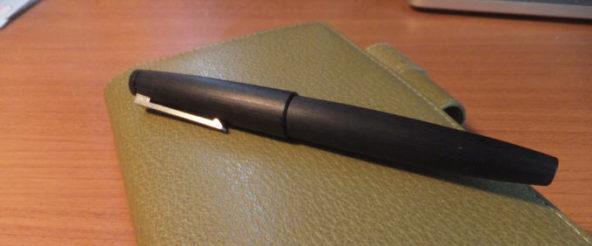 万年筆 LAMY2000(ラミー)の見た目はさりげない。これに宿るのは本格的な機能+必要最小限の装飾