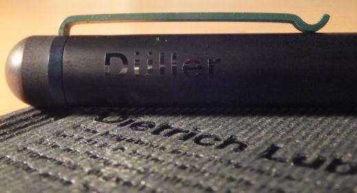 ディートリッヒ・ルブスがデザインした万年筆。コンパクトなボディにBRAUNのさりげない緑色が映えます!≡