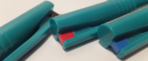 ボールPentelは、水性ボールペンの草分け的存在。 グリーンのボディは一途に変わらず、独特の魅力を放ち続ける
