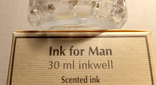 エルバンの香り付き万年筆用インク「インク・フォー・マン」 付属のガラス製のインク瓶(インクウェル)もオシャレ