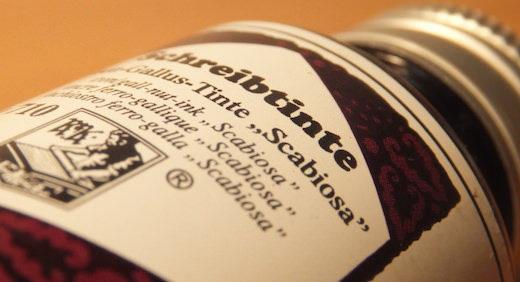 ローラー&クライナーの万年筆用インク・スカビオサ。耐水性がある没食子インクとしては珍しい紫色