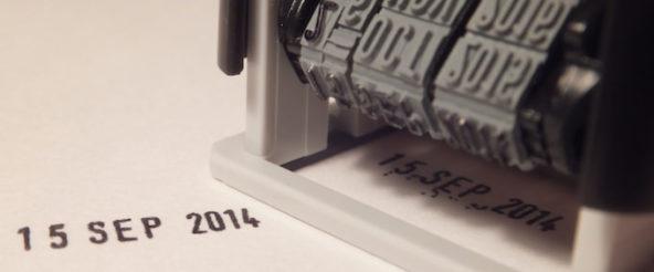シャイニーのインク内蔵スタンプで日付等をしっかり印字! 捺すときのカチャッという音が耳に心地よい