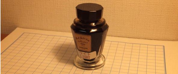 セピア色の万年筆インク・万年筆博士のイカ墨セピア。 やわらかさと温かみを感じるセピアの色合い