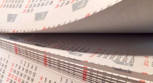 ななメガカレンダーはブロックメモと卓上カレンダーの2つが合体! 一台二役で机のスペースを有効利用