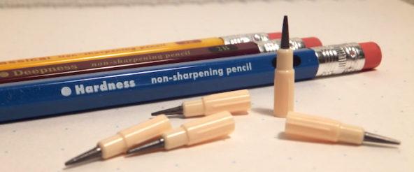 懐かしの文具・ロケット鉛筆は100円ショップで今も買える! 削らずに鉛筆感を楽しめて、意外と合理的?