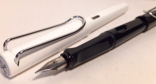 LAMY Safari(ラミーサファリ)の万年筆はド定番の安価万年筆! 大人の遊び心を詰め込んだカジュアルルックは古びない