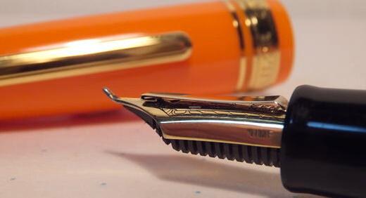 長刀ふでDEまんねん(セーラー万年筆)は特殊仕様ペン先の中でもオカシイ! 細字〜極太字を一本でこなせる オールマイティーっぷりに感悦≡