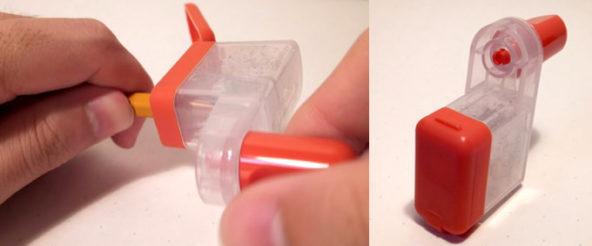 くるくる・カールくんは ハンドルが付いた小型のえんぴつ削り。クルクルとハンドルを回すだけで 削れるから楽チン