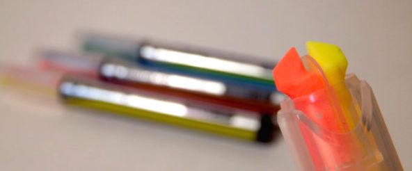 ビートルティップ・デュアルカラーは 1本で2色の蛍光マーカー。ペンをくるっと回しての色変更も なかなか使いやすい