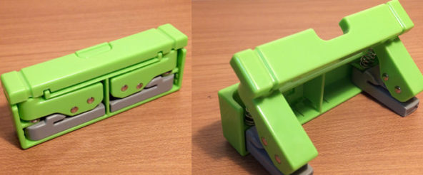 コンパクトパンチ(リヒトラブ)は ボタンひと押しで2穴パンチに変形! 収納時は 折り畳めてスリム