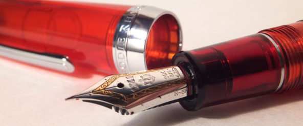 セーラー万年筆 × ジョイフル2・限定オリジナル万年筆「ラプソディ」。 ステキなクリアレッドブラウンに魅せられる