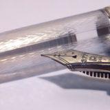 #3776・センチュリー「山中」(プラチナ万年筆)。透明軸に入った精緻な波紋模様が雅な万年筆
