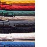 8色のつくしペンケース(カラーオーダー + 通常品)が揃う。つくし尽くしでカラフル≡
