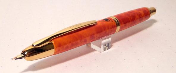 ブングボックスのオリジナル万年筆・キャップレス エネルゲイア。キャップレスの使い勝手の良さを知ってるからこそ四本目