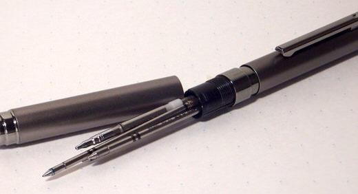 シャーボX(ZEBRA)はカスタマイズ性が高い多機能ペンの先駆け。組み合わせ方は掛け算(×)の如く