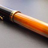 ペリカンの万年筆・スーベレーンM800の胴軸カスタマイズモデル (Custom Binde)。この色遣いに一目惚れ