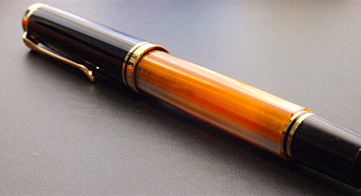 ペリカンの万年筆・スーベレーンM800の胴軸カスタマイズモデル (Custom Binde)。この色遣いに一目惚れ!≡