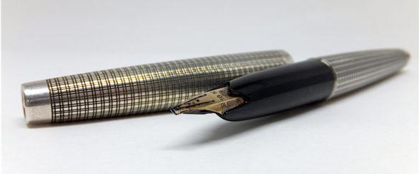 プラチナ萬年筆のプラチナ・プラチナ。いぶし銀な貫禄を感じる存在感