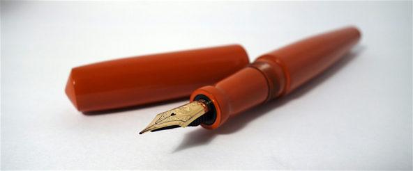 中屋の万年筆をオーダーメイド。まろやかなフォルムを覆い、しっとり馴染む「漆溜塗」の質感