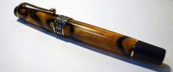 アウロラの限定生産の万年筆・大陸シリーズ『アフリカ』。模様の出方が好みの個体をハント