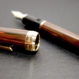 マーブルエボナイトのプロフェッショナルギア(セーラー万年筆)。エボナイト独特の質感を愉しむ