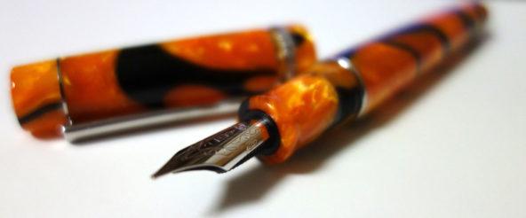 デルタの万年筆・ドルチェビータ マスターピース。エネルギッシュで幻想的な佇まい