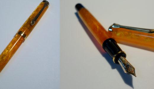 ペリカンの万年筆・スーベレーン600 ヴァイブラント オレンジ。黄金色が絢爛に煌めき揺らめく